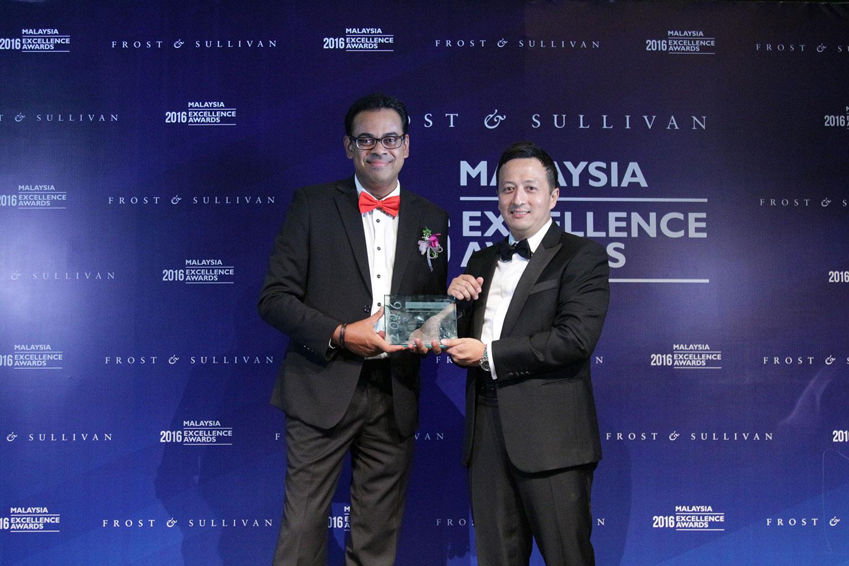 Ameen Abdullah (CEO, redONE); Hazmi Yusof (Managing Director, Frost & Sullivan)