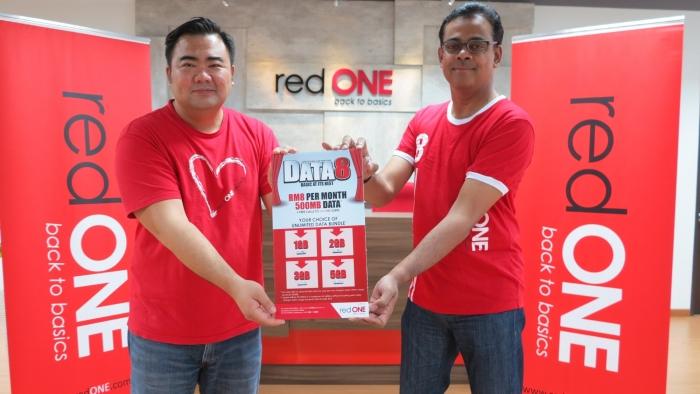 郑明傅(左)及redONE首席执行员阿敏推介redONE DATA 8,有信心该优惠配套將获得市场青睞。