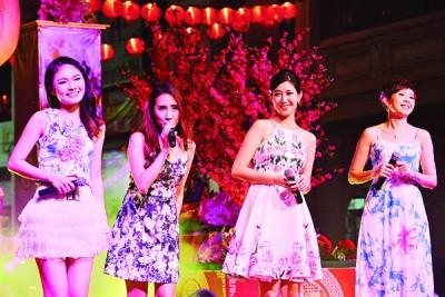 孙艺绫(左起)、蔡开丽、陈采君及蔡汶妡合唱3首串烧歌舞,有《天凉好个秋》、《一串心》及《走在铁路旁》。